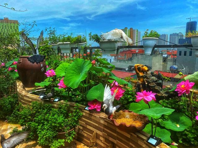 Vườn hoa 200m2 trên sân thượng, đẹp như tiên cảnh của mẹ đảm Hà thành-14