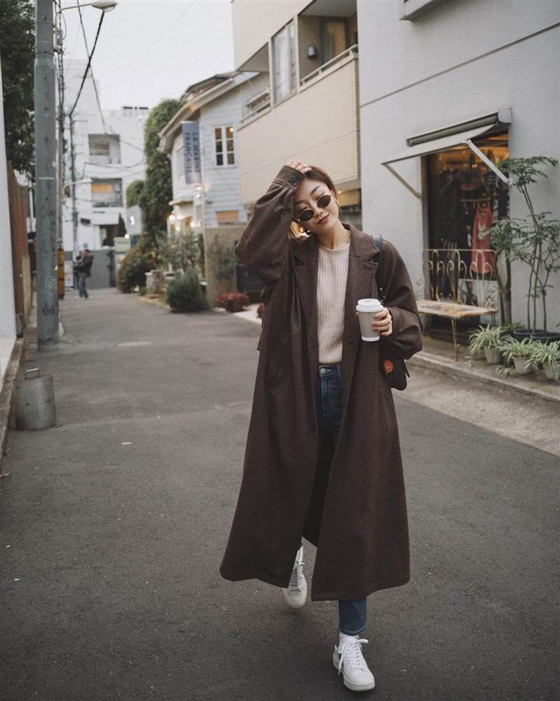 Hội mặc đẹp đưa ra loạt dẫn chứng cực xịn về lý do chọn 3 kiểu giày này khi mặc áo khoác dáng dài-2