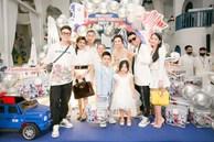 Lần đầu thấy vợ hai và con riêng của đại gia Minh Nhựa chụp ảnh cùng nhau, biểu cảm của hai bên khiến nhiều người bán tín bán nghi