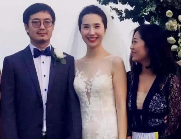 Hotgirl cặp kè với chủ tịch Taobao đăng ảnh cũ, dân mạng liền xôn xao: Nhan sắc quá phèn làm sao sánh được khí chất quý tộc của vợ chính thức-4