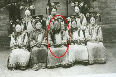 Công chúa cuối cùng của triều Thanh: 17 tuổi thành góa phụ, dám phê bình thói xa xỉ của Từ Hi Thái hậu khiến bà