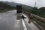 Clip tai nạn trên tuyến tránh Quốc lộ 91: 1 người tử vong, 1 phụ nữ văng cả chục mét-1