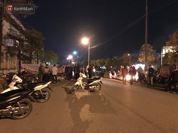 Vụ cô gái bị nam thanh niên sát hại dã man ở Hà Nội: Người thân khóc ngất giữa đêm đông lạnh giá tại hiện trường-1