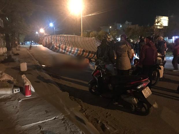 Vụ cô gái bị nam thanh niên sát hại dã man ở Hà Nội: Người thân khóc ngất giữa đêm đông lạnh giá tại hiện trường-5