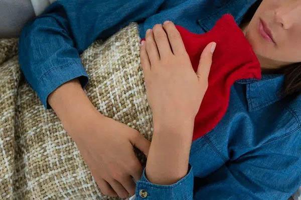 Trước khi muốn dùng túi sưởi để giữ ấm cơ thể, chuyên gia khuyến cáo 3 lưu ý