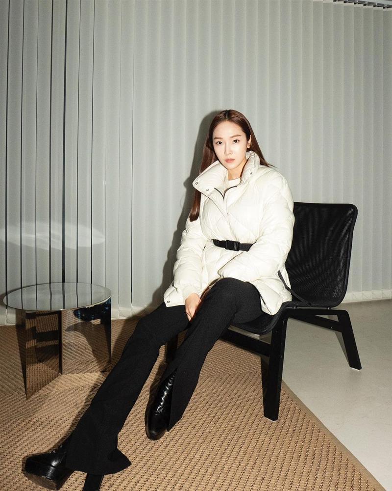 Không phải áo khoác dáng dài, đây mới là những kiểu áo được sao Kpop ưu ái trong ngày đại hàn-1