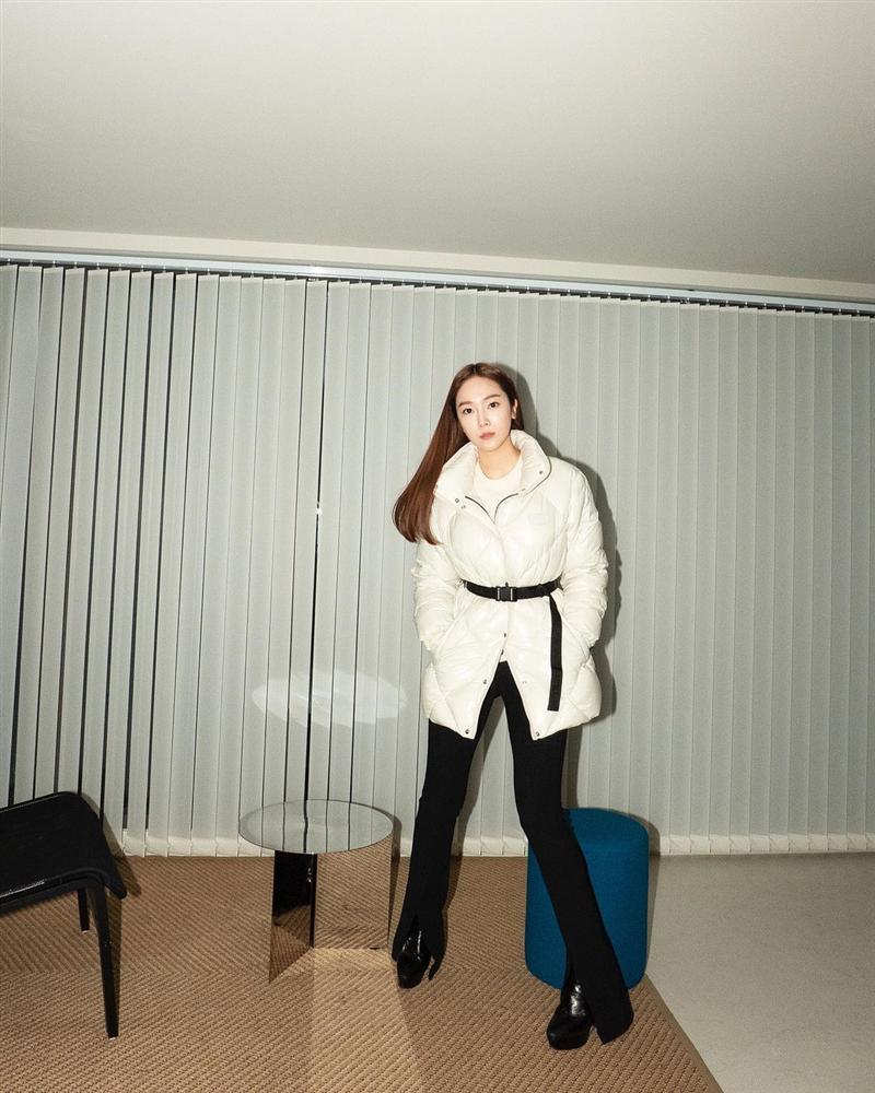 Không phải áo khoác dáng dài, đây mới là những kiểu áo được sao Kpop ưu ái trong ngày đại hàn-2