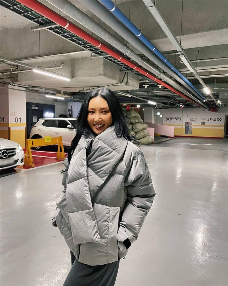 Không phải áo khoác dáng dài, đây mới là những kiểu áo được sao Kpop ưu ái trong ngày đại hàn-11