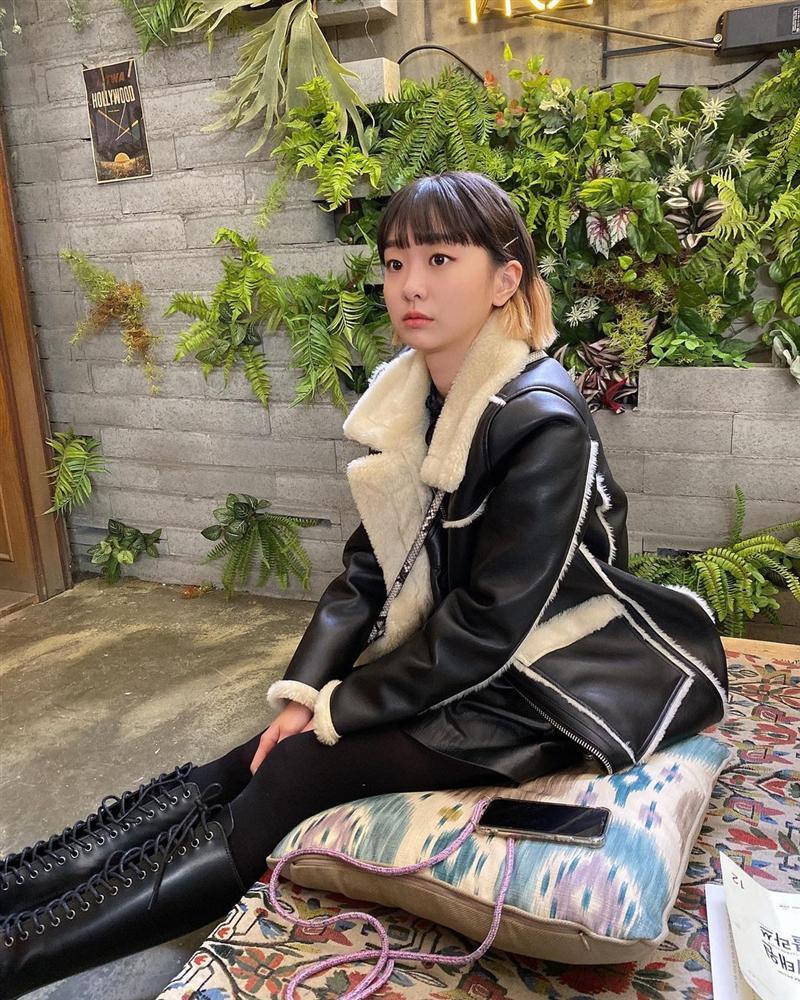 Không phải áo khoác dáng dài, đây mới là những kiểu áo được sao Kpop ưu ái trong ngày đại hàn-4