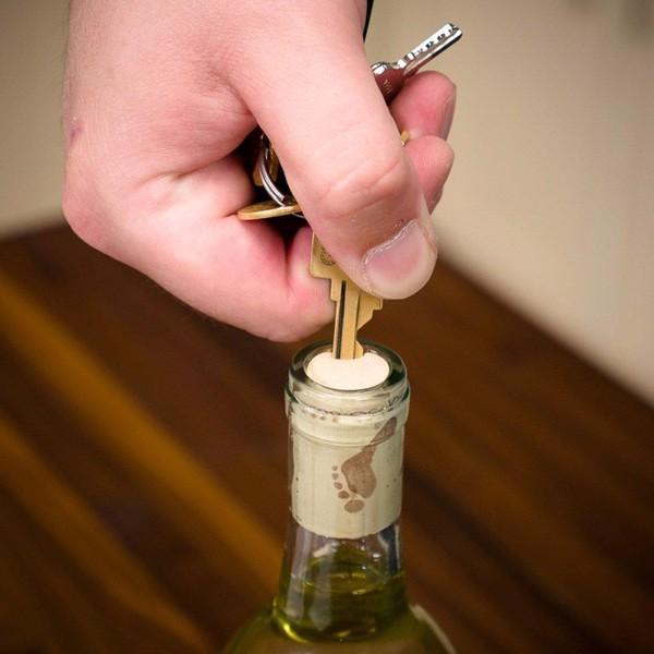Mẹo khui rượu vang đón năm mới rực rỡ, dù thiếu dụng cụ mở cũng chẳng thể cản trở cuộc vui của bạn-11