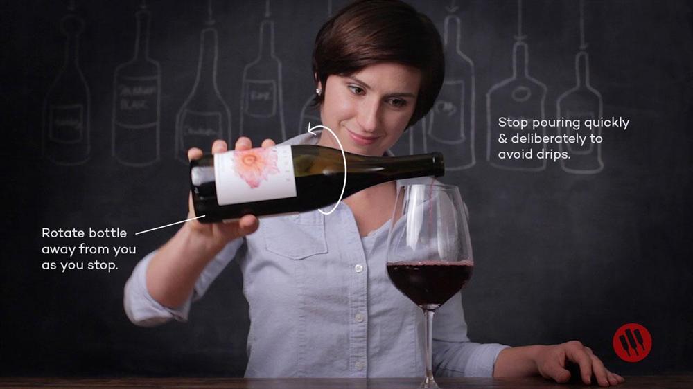 Mẹo khui rượu vang đón năm mới rực rỡ, dù thiếu dụng cụ mở cũng chẳng thể cản trở cuộc vui của bạn-4