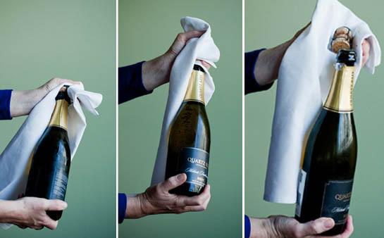 Mẹo khui rượu vang đón năm mới rực rỡ, dù thiếu dụng cụ mở cũng chẳng thể cản trở cuộc vui của bạn-8