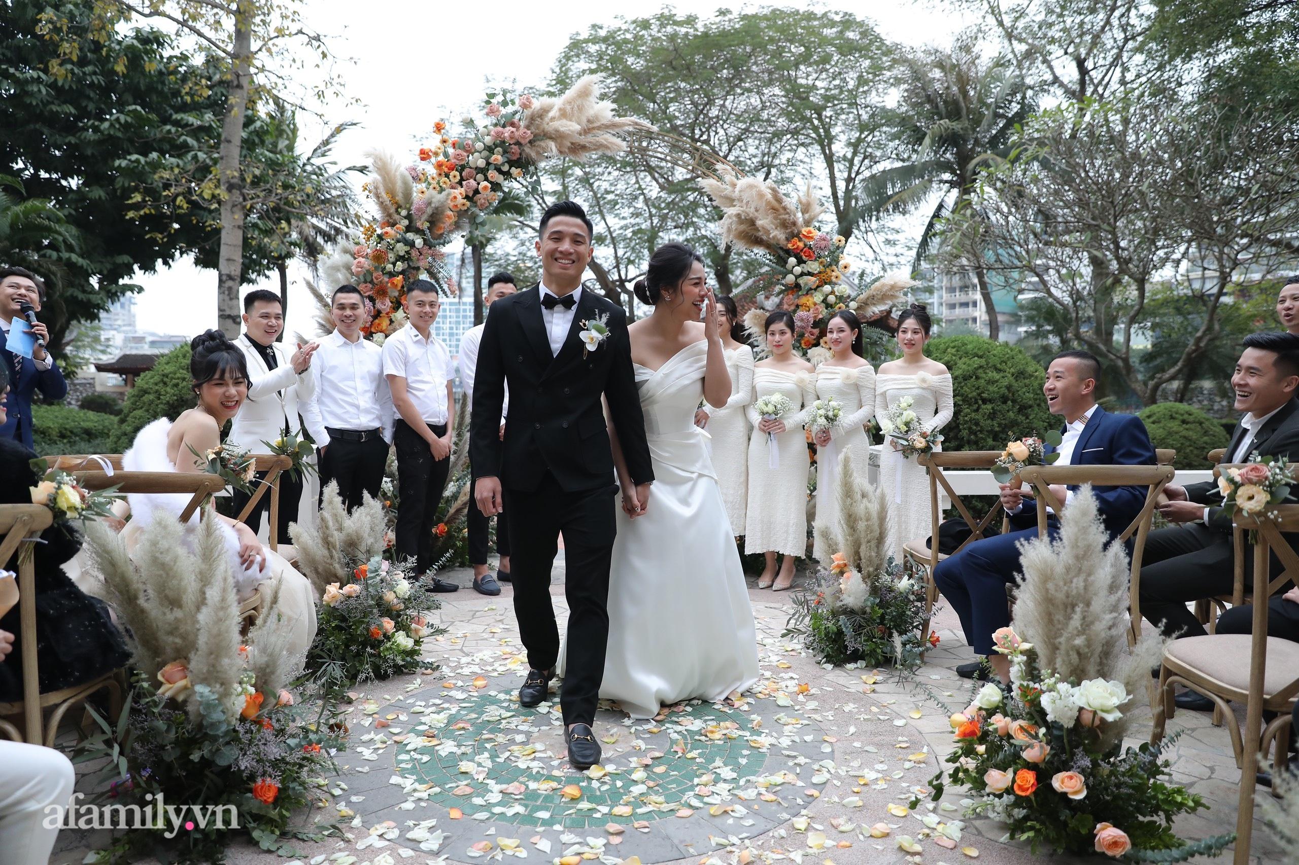 Đám cưới Bùi Tiến Dũng - Khánh Linh, cô dâu cười tươi rạng rỡ dù thời tiết Hà Nội đang rất lạnh-6
