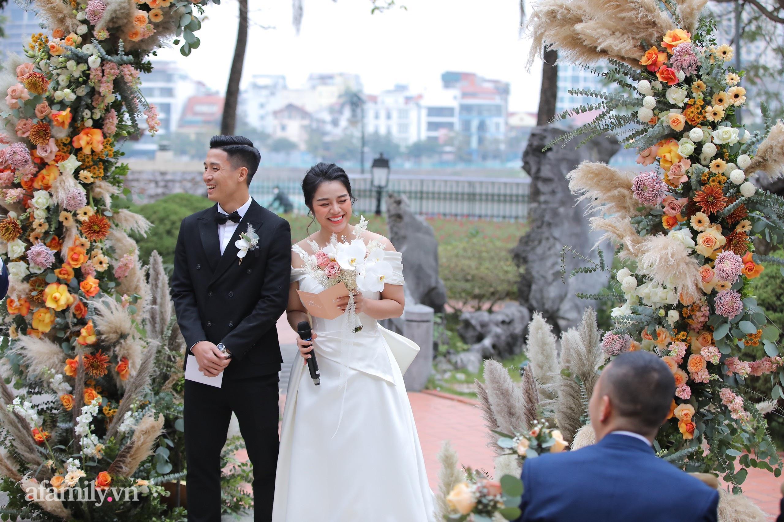 Đám cưới Bùi Tiến Dũng - Khánh Linh, cô dâu cười tươi rạng rỡ dù thời tiết Hà Nội đang rất lạnh-2