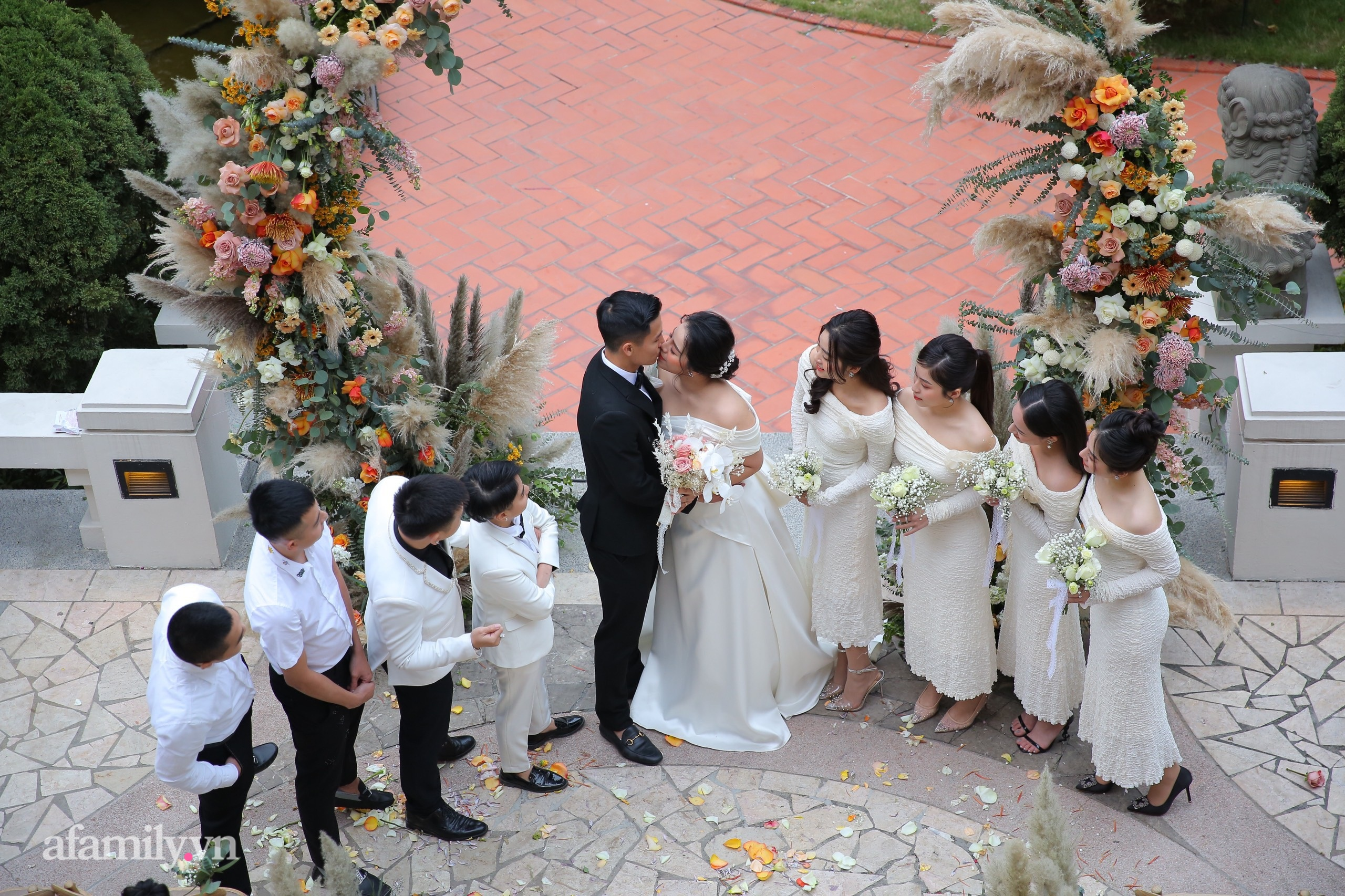Đám cưới Bùi Tiến Dũng - Khánh Linh, cô dâu cười tươi rạng rỡ dù thời tiết Hà Nội đang rất lạnh-3