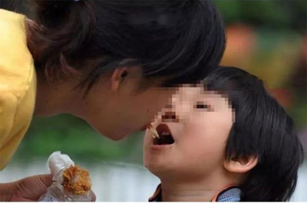Loại vi khuẩn mà 70% người Việt đang nhiễm: Thuộc nhóm gây ung thư số 1, dễ lây lan cho nhau qua 4 thói quen tai hại khi ăn cơm-3