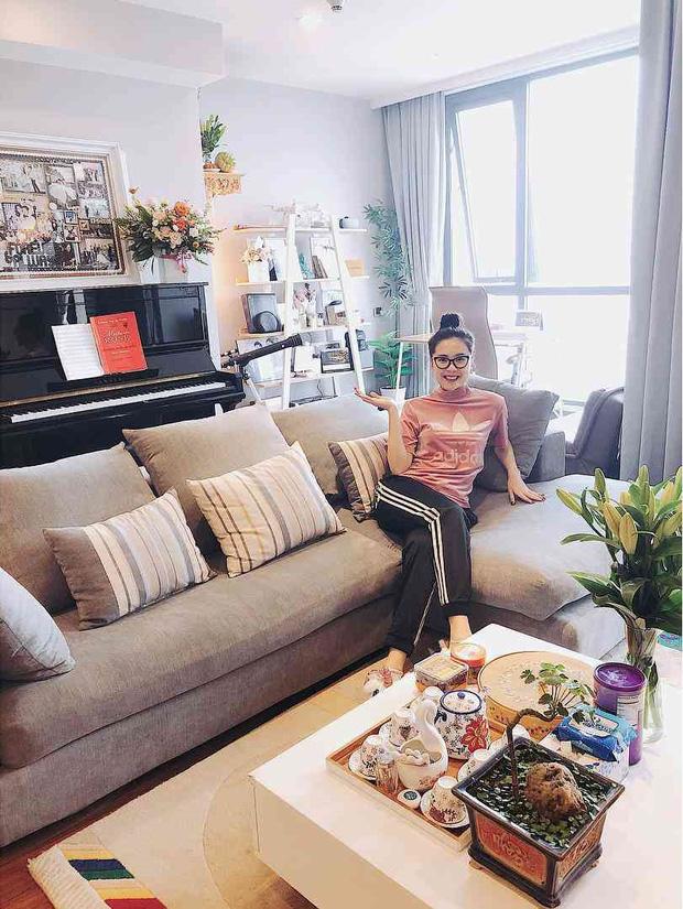 MC Mai Ngọc VTV sống trong căn hộ cực đẳng cấp, nhìn phòng bếp và ban công là biết thuộc team nghiện nhà-2