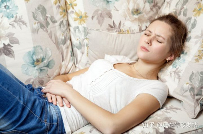 3 cô gái bị suy buồng trứng, đáng tiếc nguyên nhân là do 1 thói quen ban đêm, phụ nữ không muốn bị vô sinh thì phải bỏ ngay-4