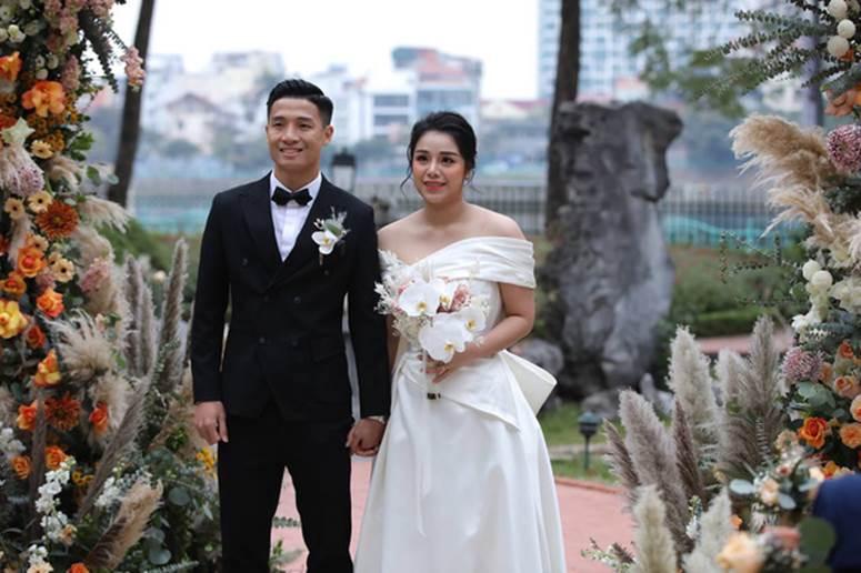 Khách mời khoe ảnh ăn cưới Tiến Dũng, vô tình tiết lộ luôn ít nhất 2 cặp đôi cầu thủ đã toang-1