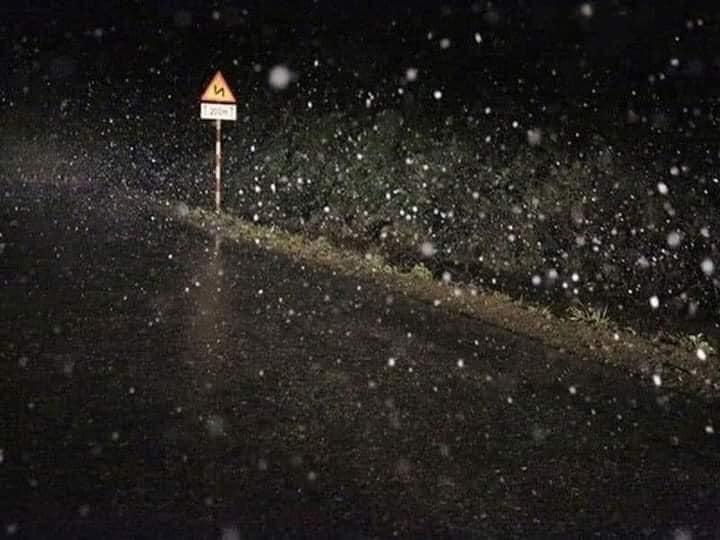 Clip: Rạng sáng nay (11/1), hội mê phượt xôn xao tuyết đã rơi tại Sapa-6