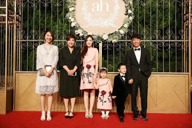 Ba đôi vợ chồng dự lễ cưới của Huỳnh Hiểu Minh đều chia tay ồn ào-4