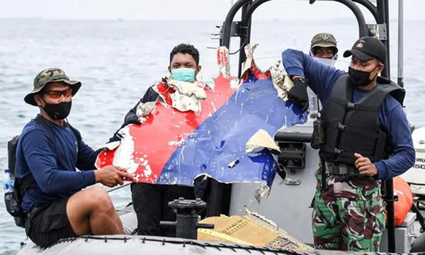 Mạng xã hội lan truyền video máy bay Indonesia lao thẳng xuống biển trong 20 giây ngắn ngủi gây ám ảnh, thực hư ra sao?-1