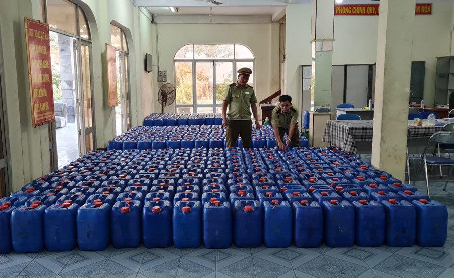 8.000 lít rượu không rõ nguồn gốc xuất xứ chuẩn bị ra chợ Tết-1