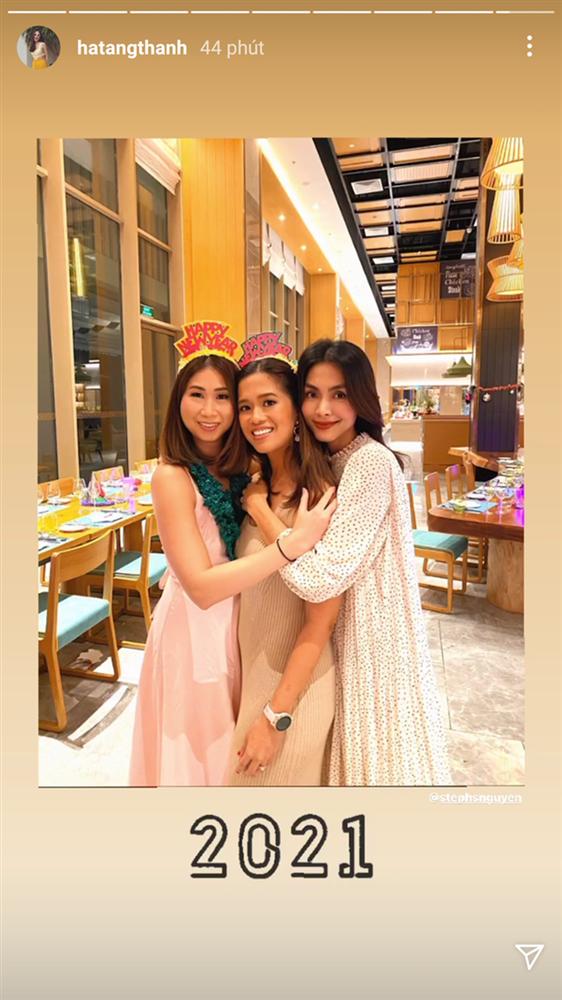 Style của Hà Tăng khi tụ tập với hội bạn: Không hề chơi trội lấn át ai, nhưng vẫn đẹp xinh chẳng chìm nghỉm giữa nhóm-1