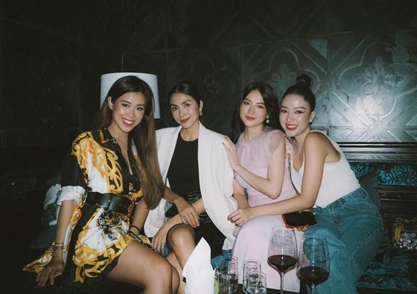 Style của Hà Tăng khi tụ tập với hội bạn: Không hề chơi trội lấn át ai, nhưng vẫn đẹp xinh chẳng chìm nghỉm giữa nhóm-8