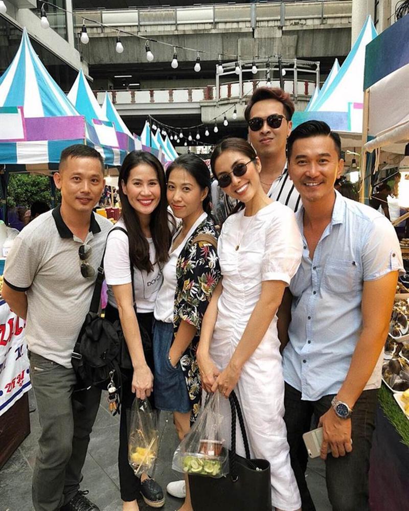 Style của Hà Tăng khi tụ tập với hội bạn: Không hề chơi trội lấn át ai, nhưng vẫn đẹp xinh chẳng chìm nghỉm giữa nhóm-9