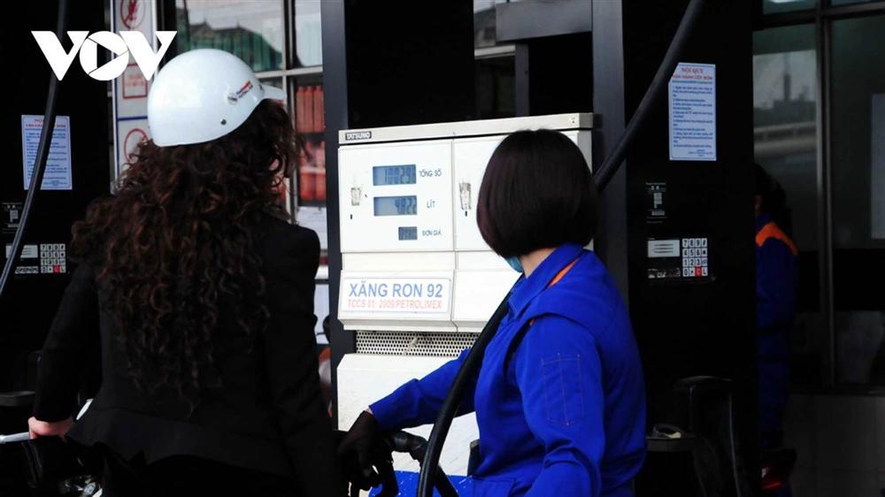Giá xăng dầu tiếp tục tăng mạnh từ chiều nay-1