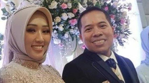 Xót xa cặp đôi mới cưới trên chuyến bay rơi ở Indonesia: Vợ thông minh và xinh đẹp, chồng là chính trị gia nổi tiếng-2