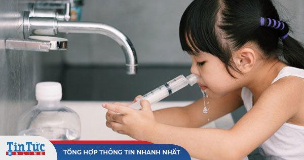 Bắc Giang: Em bé ngừng thở khi đang rửa mũi bằng nước muối sinh lý