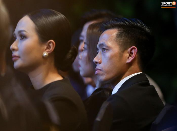 Vợ Văn Quyết rơi nước mắt vào thời khắc chồng được xướng tên ở Quả bóng vàng Việt Nam-2