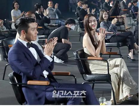 Hyun Bin và Son Ye Jin lộ chuyện bên nhau không rời trong những ngày tuyết rơi?-2