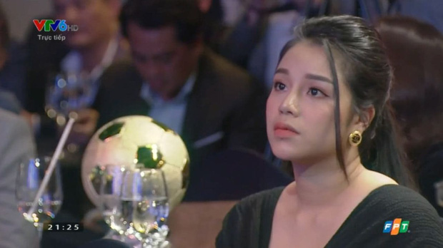 Vợ cầu thủ Bùi Tiến Dũng lần đầu xuất hiện sau đám cưới, nhan sắc khác biệt của Khánh Linh gây chú ý-2
