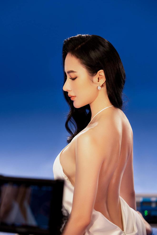Angela Phương Trinh diện áo hiểm hóc khoe vòng 1 hững hờ, soi vào nhận ra ngay lý do khiến netizen tranh cãi-2
