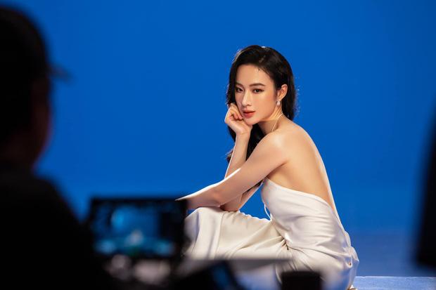 Angela Phương Trinh diện áo hiểm hóc khoe vòng 1 hững hờ, soi vào nhận ra ngay lý do khiến netizen tranh cãi-5