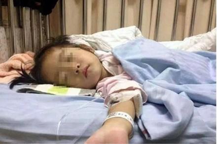 Bé gái 4 tuổi đau bụng 1 tuần liền vào buổi sáng, đi khám bác sĩ kết luận bé mắc căn bệnh tưởng chỉ người lớn mới bị