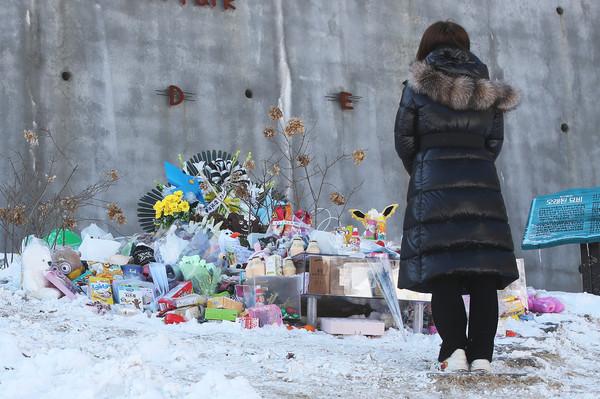 Vụ bé gái 16 tháng tuổi bị bố mẹ bạo hành đến chết: Công khai đoạn clip ghi lại cảnh bạo lực của kẻ ác ngay trước ngày diễn ra phiên tòa-7