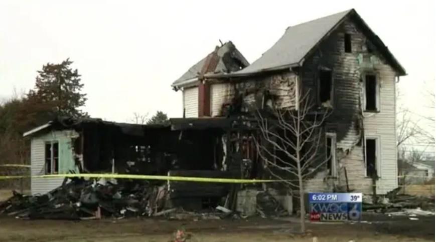 Mẹ cột con vào ghế ngồi ô tô cho trẻ rồi quăng xuống đất từ tầng 2 căn nhà, tưởng làm hại đứa trẻ nhưng là hành động mang đến kỳ tích-2