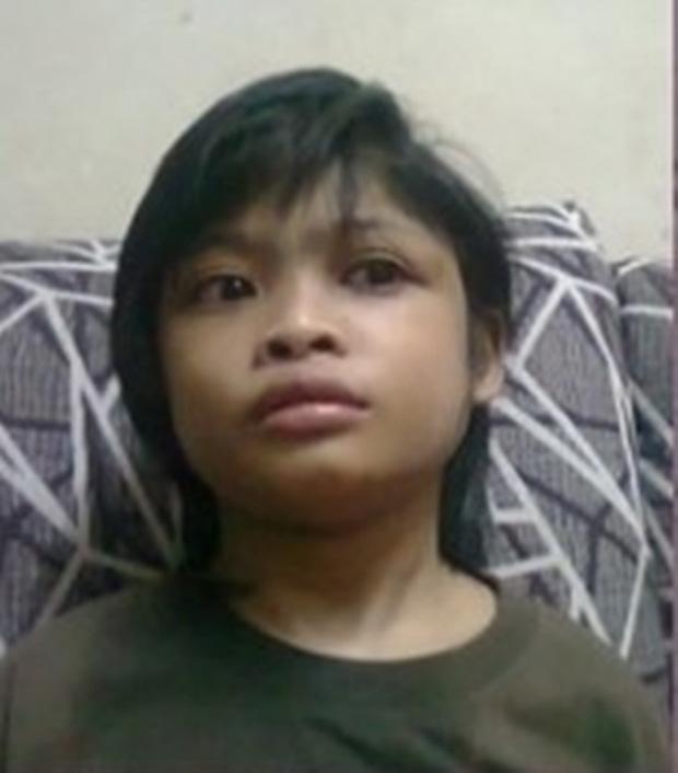 Ập vào nhà của người nhập cư bất hợp pháp, cảnh sát phát hiện đứa trẻ bị mẹ bỏ rơi 2 năm trời, ăn đất và chất thải để cầm cự-10
