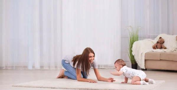 Bé trai trốn bò,tập đi sớm khi mới 11 tháng tuổi, bà nội tự hào vì cháu đượckhen hết lờinhưng chuyên gia lại lắc đầu bảo đứa trẻ thiệt thòi-5