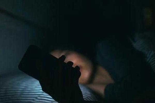 Liên tục thức khuya chơi game, 3 nữ sinh bị suy buồng trứng sớm, có thể vô sinh-1
