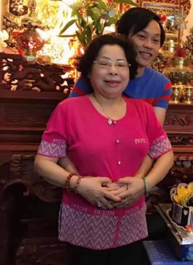 Cuộc sống của NS Hoài Linh sau 1 tháng NS Chí Tài và dì ruột qua đời: Suy sụp và không ngủ yên, ca sĩ Phương Loan gửi lời động viên-6