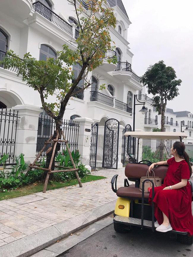 Hằng Túi mừng sinh nhật chồng kiêm chốt sổ năm cũ bằng chiếc building siêu to khổng lồ ngay giữa trung tâm Hà Nội-3