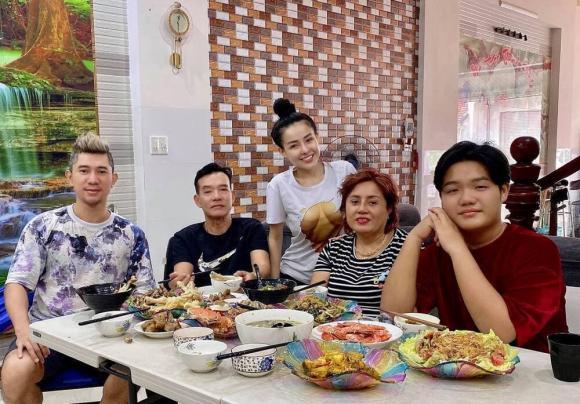 Hot girl Ngân 98 khoe cơ ngơi đồ sộ 8 tầng, giàu nhất thị xã ở quê nhà Bình Định-4