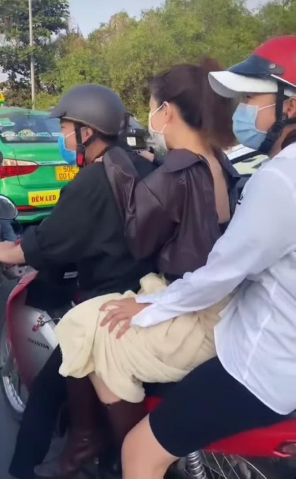 Ngọc Trinh đăng clip phải chạy xe máy để kịp đi làm, nhưng lại bị netizen soi mắc lỗi giao thông cơ bản-1