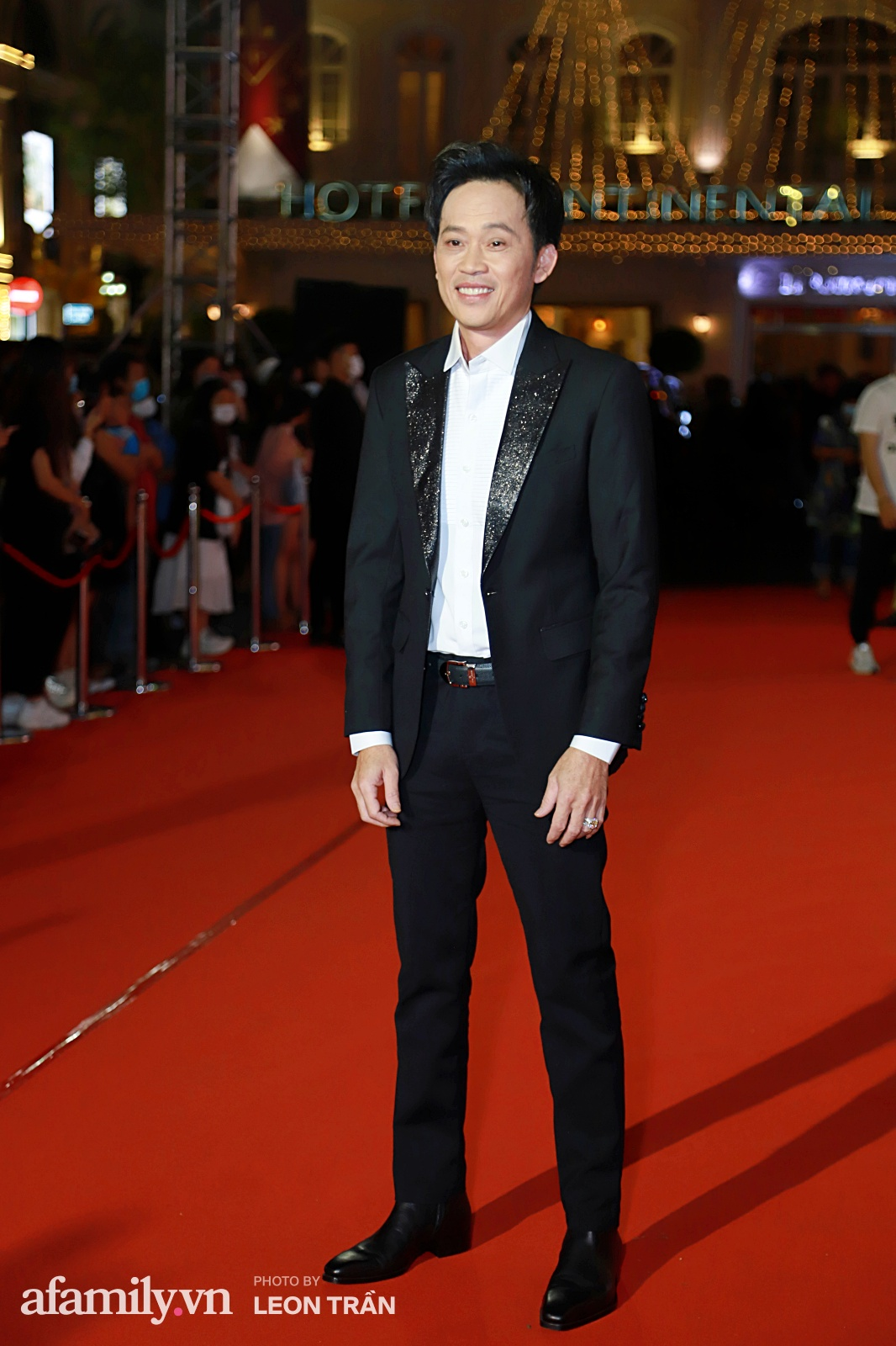 Thảm đỏ lễ trao giải Mai Vàng 26: Nghệ sĩ Hoài Linh gượng cười sau nhiều biến cố, Minh Hằng khoe vòng 1 căng đầy gợi cảm-2