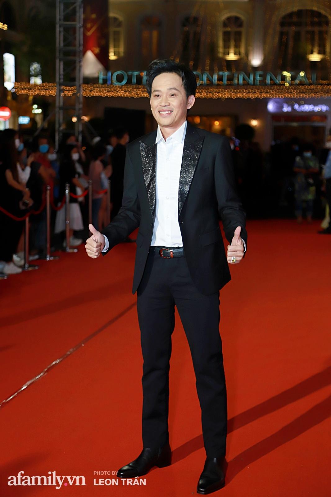 Thảm đỏ lễ trao giải Mai Vàng 26: Nghệ sĩ Hoài Linh gượng cười sau nhiều biến cố, Minh Hằng khoe vòng 1 căng đầy gợi cảm-3